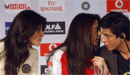 Bollywood stars Shilpa Shetty, Preity Zinta and ShahRukh Khan (L-R) confer during a news conference of the Indian Premier League T20 cricket tournament in Cape Town.