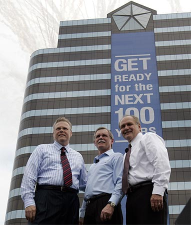 Chrysler President Tom LaSorda (L), United Auto Workers President Ron Gettelfinger, Robert Nardelli