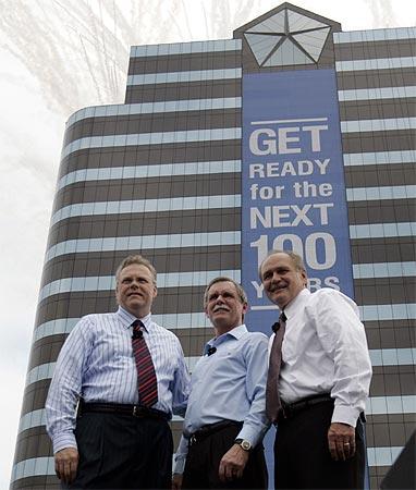 Chrysler President Tom LaSorda (L), United Auto Workers President Ron Gettelfinger, Robert Nardelli