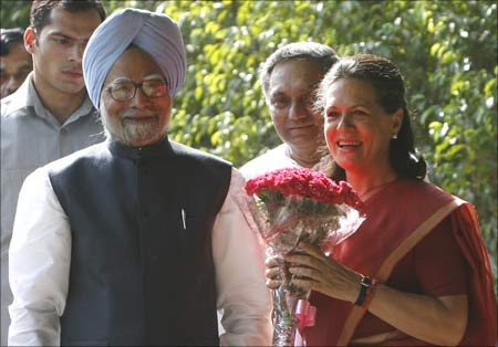Congress Party chief Sonia Gandhi holds a bouquet presented by India's Prime Minister Manmohan Singh in New Delhi.