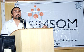 Rahul Bose shares his thoughts at Avenues 2009.