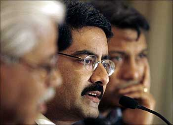 Kumar Mangalam Birla (centre), chairman of Aditya Birla Group.