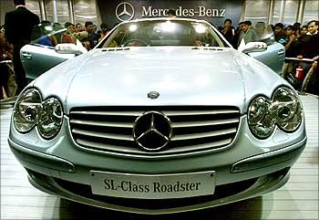 Visitors admire a Mercedes Benz SL500 model during the 7th Auto-Expo 2004 in New Delhi.