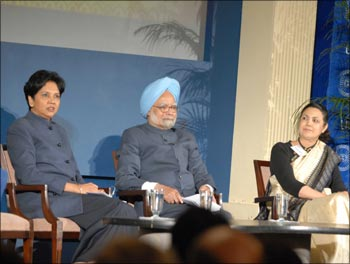 PepsiCo chairman and USIBC president Indra Nooyi, Prime Minister Manmohan Singh, and Indian Ambassador to the United States Meera Shankar at the USIBC event in Washington DC.