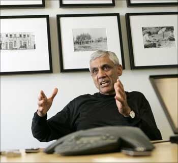 Vinod Khosla, founder of Khosla Ventures, interacts with journalists at the Reuters Environmental Summit 2008 in San Francisco, California.