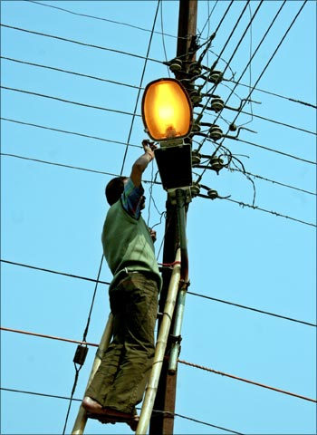 An Indian electrician repairs power lines in Siliguri.
