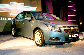 Gm India S New Chevrolet Cruze Rs 10 9 Lakh Rediff Com Business