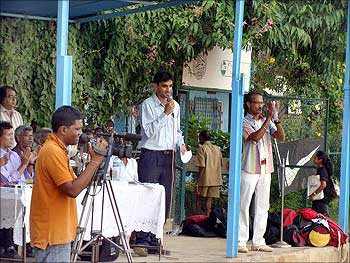 IndiaKhelo addressing the crowd in a tournament.