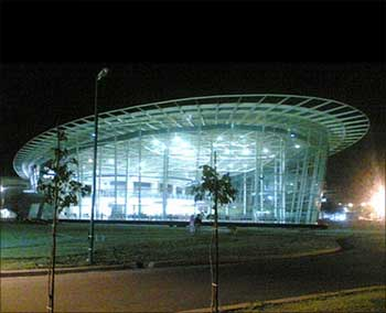 Infosys logs on to luxury with world's largest training
