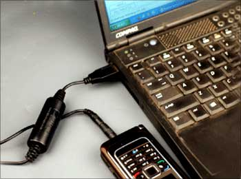 Charging the phone through the USB port of a laptop.
