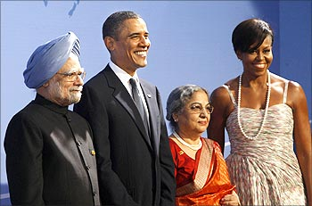 Prime Minister Manmohan Singh (L) and his wife Gursharan Kaur (2nd R) pose with US President Barack Obama and first lady Michelle Obama as they arrive at the Phipps Conservatory for an opening reception and working dinner for heads of delegation at the G20 Summit in Pittsburgh, Pennsylvania.