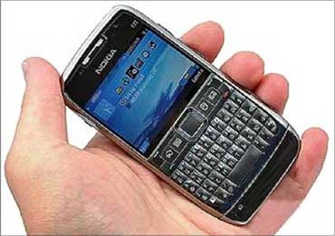 Nokia E71.
