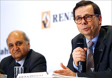 -Renault International chief executive Schewitzer speaks as Keshub Mahindra (L) looks.