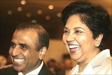 Indra Nooyi (R), CEO of PepsiCo, with Sunil Mittal.