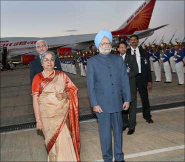 Prime Minister Manmohan Singh, along with his wife Gursharan Kaur, at the Brazilian Air Force Base.