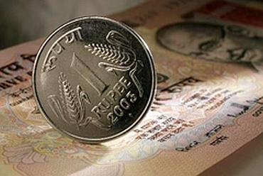 Govt to gobble up 3G cash; wants Rs 50,000 cr more