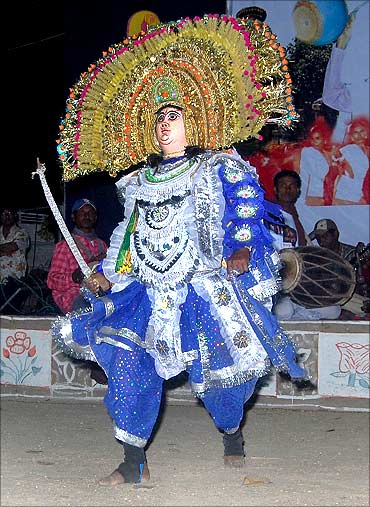 A Chau performer.