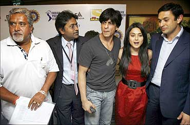Vijay Mallya (L), Ness Wadia (R), Lalit Modi (2nd L) and actors Shah Rukh Khan and Preity Zinta.