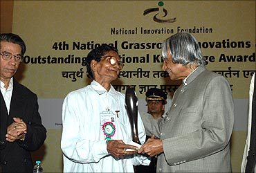 Dwaraka receives the award from A P J Abdul Kalam.