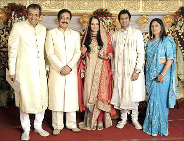 Tennis player Sania Mirza (C) and Shoaib Malik, flanked by Sania's parents), and Subroto Roy.