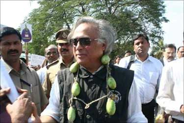 Union Minister Jairam Ramesh greeted with brinjal garland at Hyderabad.