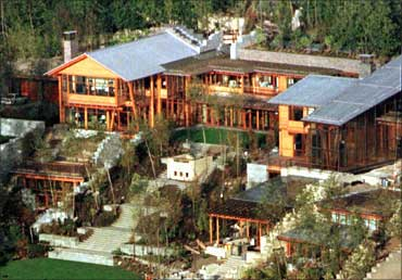 Glimpses of bill gates 39 s palatial home business for Bill gates housse