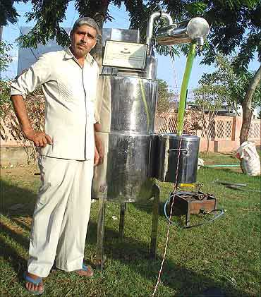 Dharamveer with his machine.