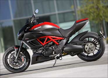Ducati to launch Diavel in India by April 2011