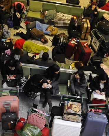 Thousands stranded, but flights to