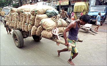 A handcart full of onions.