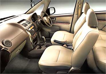 Front seats of SX4.