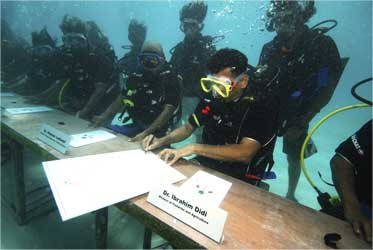 The Maldivian president and ministers held the world's first underwater cabinet.