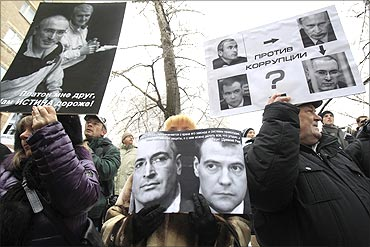 A man holds a portrait of Khodorkovsky and his partner Platon Lebedev.