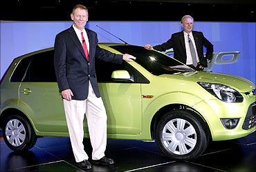 Ford president and CEO Alan Mulally (left) andFord Motor India Co president and MD Michael Boneham with Figo.