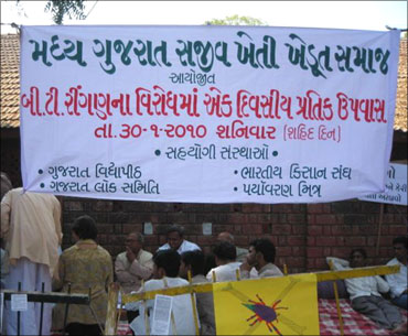 A banner at Gandhi Ashram in Ahmedabad states that farmers will observe a token fast to oppose Bt brinjal.