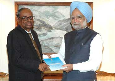C Rangarajan (left) with Prime Minister Manmohan Singh.