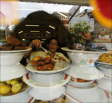 Railways may revise catering policy