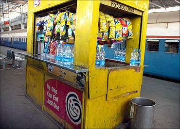 A snacks bar in a station.
