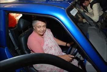 Delhi Chief Minister Sheila Dixit checks out a Reva car.