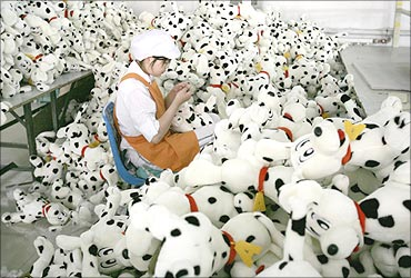 A worker makes toy dogs at a factory in north China's Tianjin municipality.
