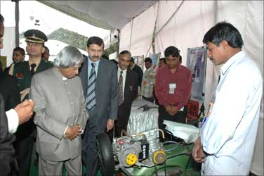 Former President Abdul Kalam looks at Jahangir's creation.
