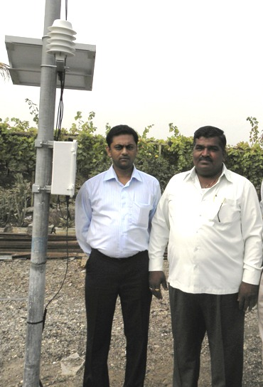 Angshujyoti Das (left) with Sarad Dokre, a grape farmer.
