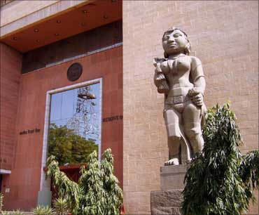 The Kubera statue in front of the Reserve Bank of India.