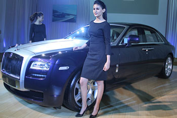 West Auto Sales >> Rolls-Royce hopes to sell 50 cars in India this yr ...