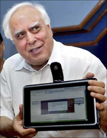 Kapil Sibal unveils $35 laptop.