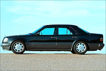 W124 Mercedes-Benz E220.