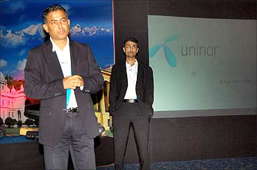 EVPs Akash Das and Rajiv Bawa (behind).