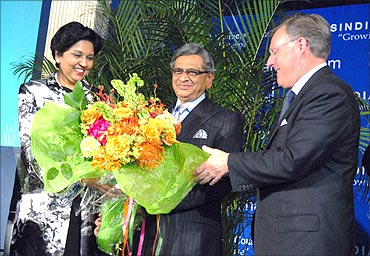 Pepsico CEO Indra Nooyi,(Left) welcomes External Affairs Minister SM Krishna (centre) with Terry McGraw (right) to the USIBC's anniversary function in Washington, DC