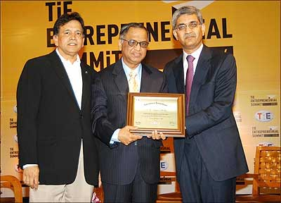 Murthy gets TiE Entrepreneurship Award from Apurv Bagri (right) and Shridhar Iyengar (left).