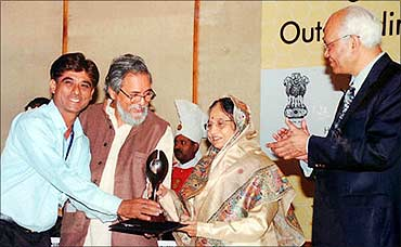 Mansukhbhai receives the National Award from President Pratibha Patil.